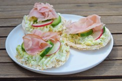 My take on #IQS8WP open spinach and ricotta sandwiches... Ran out of bread so used rice crackers