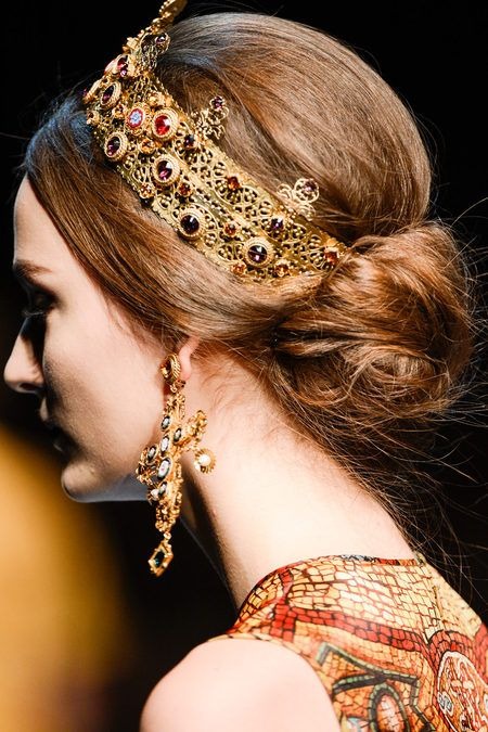 Fall Hairstyles Off the Runway I Dolce and Gabbana Royal Chignon Hair #Hairstyles #Runway #DolceGabbana