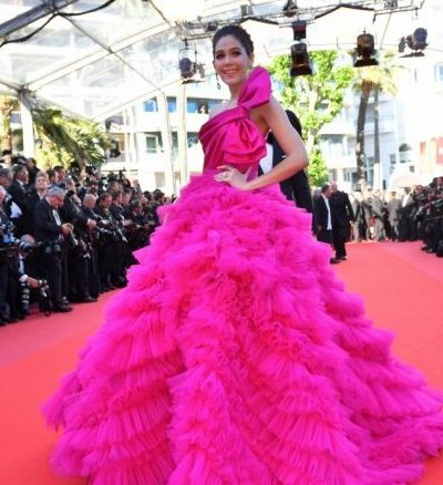 Araya Hargate Redefines Maternity Fashion at Cannes 2017