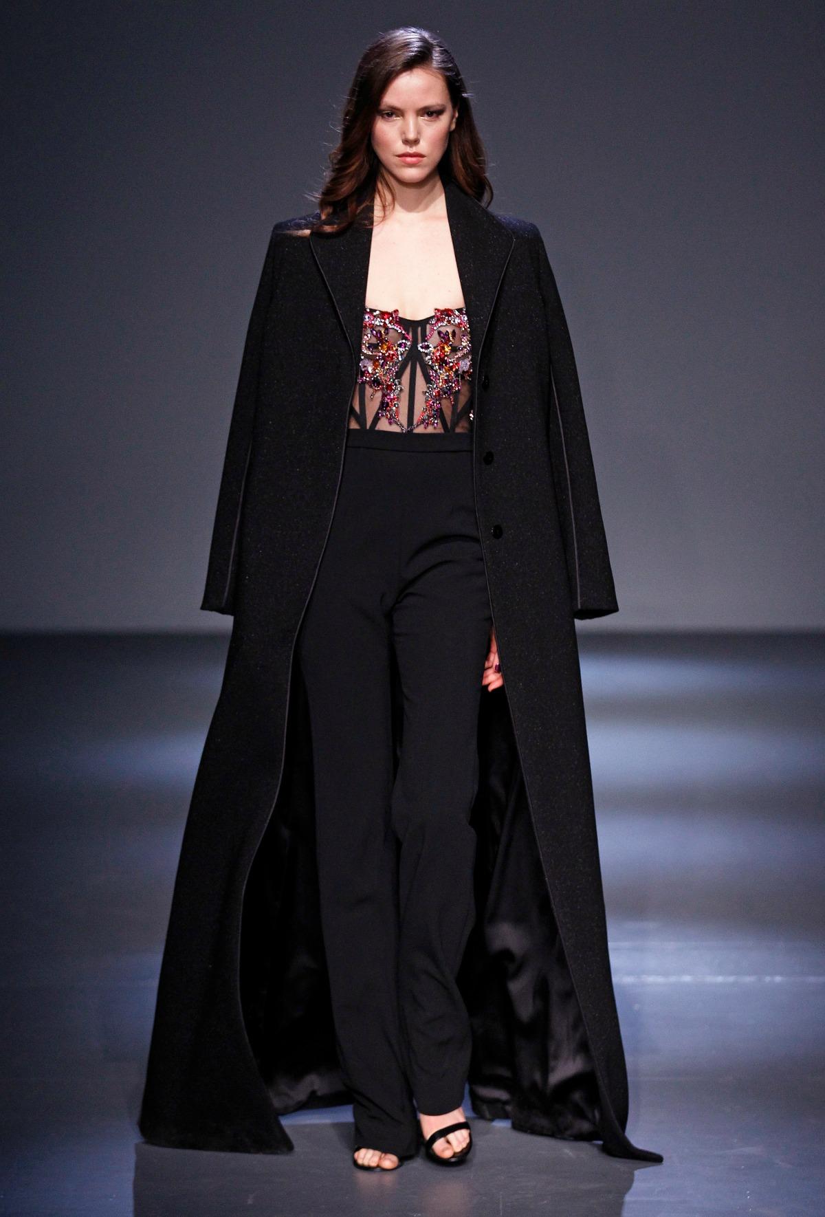 Pamella Roland Fall 2018 Runway I Black Jumpsuit with Embroidered Corset Bodice #NYFW #FallFashion
