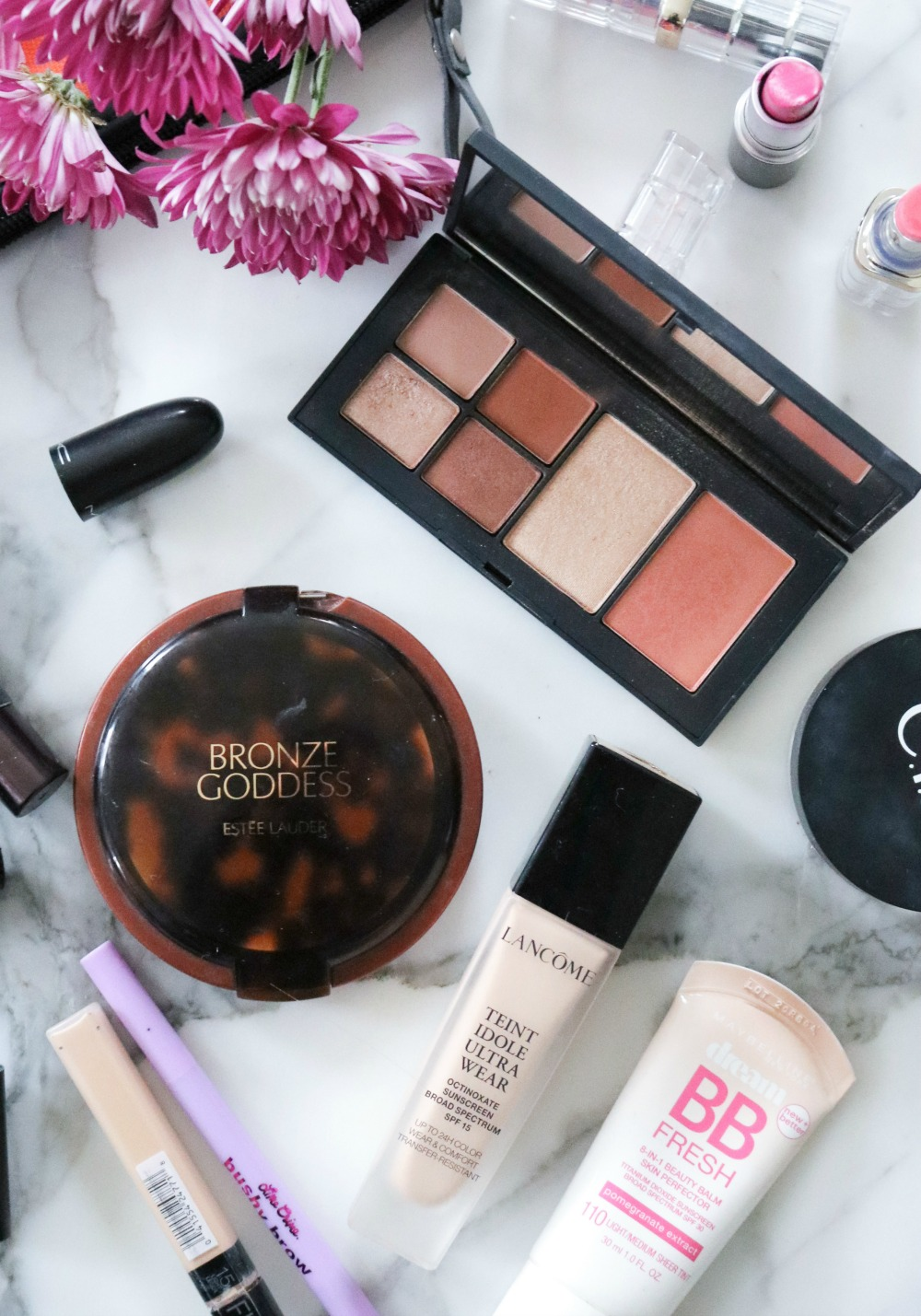 Inside My Spring Travel Makeup Bag #SpringMakeup #Makeup #TravelMakeup