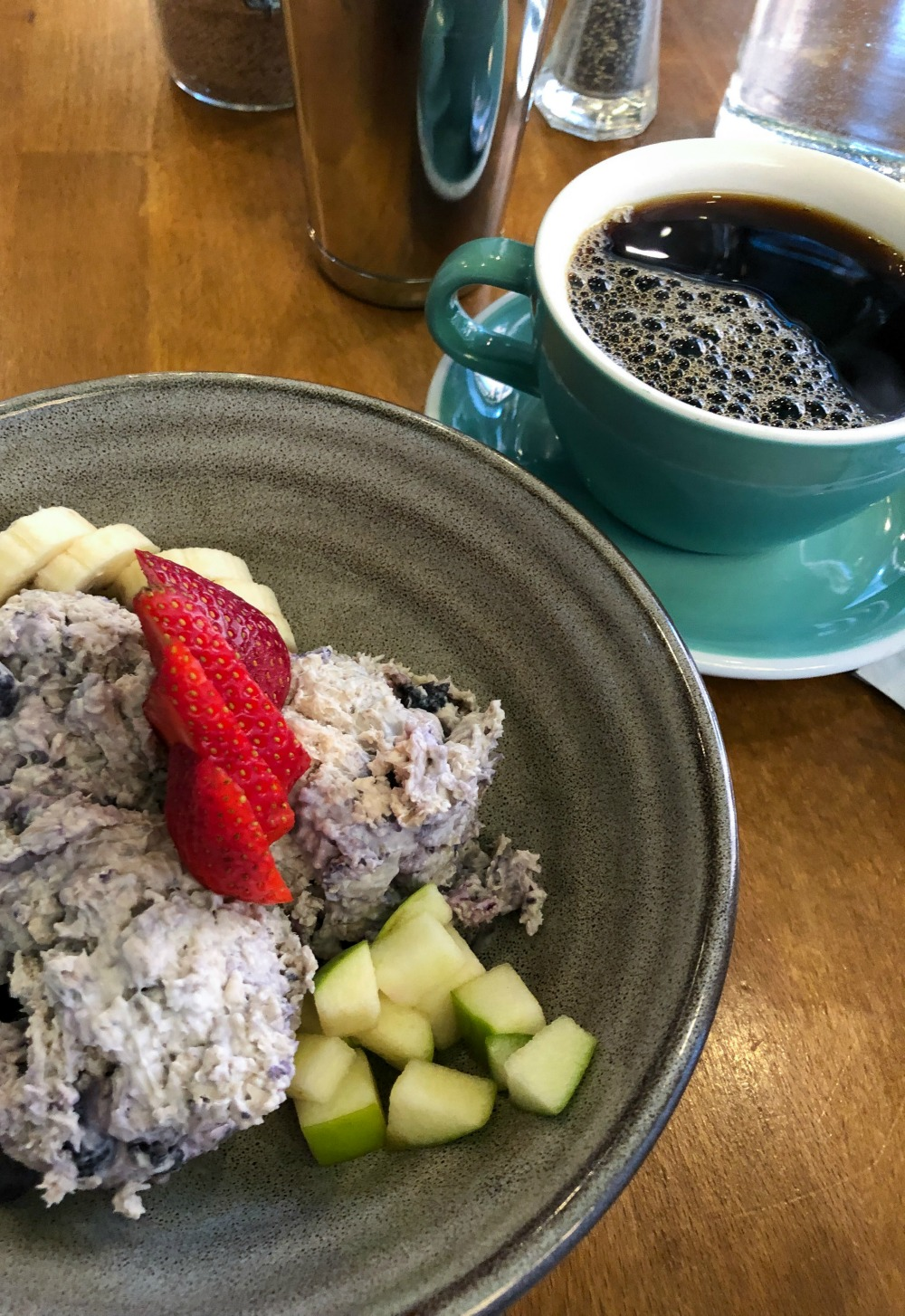 Affordable New York City Travel Guide I Overnight Oats at Citizens of Chelsea #Travel #TravelGuide #NYC #VeganEats