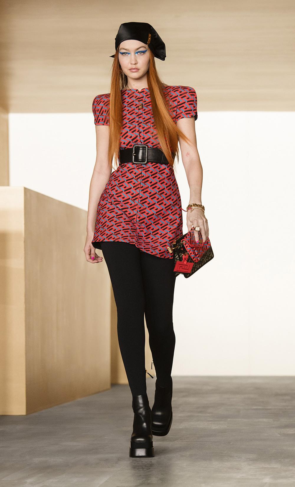 Best MFW Looks I Gigi Hadid walks Versace Fall 2021 collection runway #milanfashionweek #fallfashion #fashionstyle #fashionblog