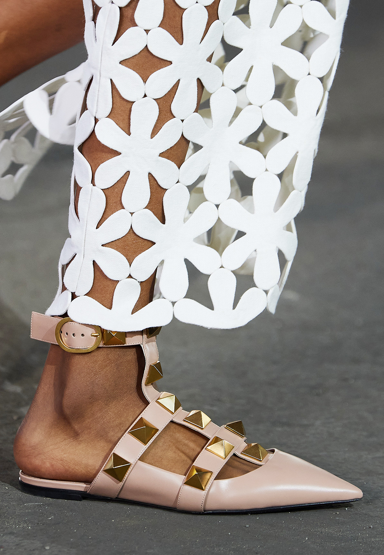 Best Spring 2021 Sandals I Valentino Runway at New York Fashion Week #springstyle #fashionstyle #fashionista