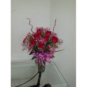 Dream Makers Florist 12 Rose in a Vase