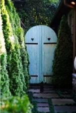 39 Inspired Garden Gates For A Beautiful Backyard 26