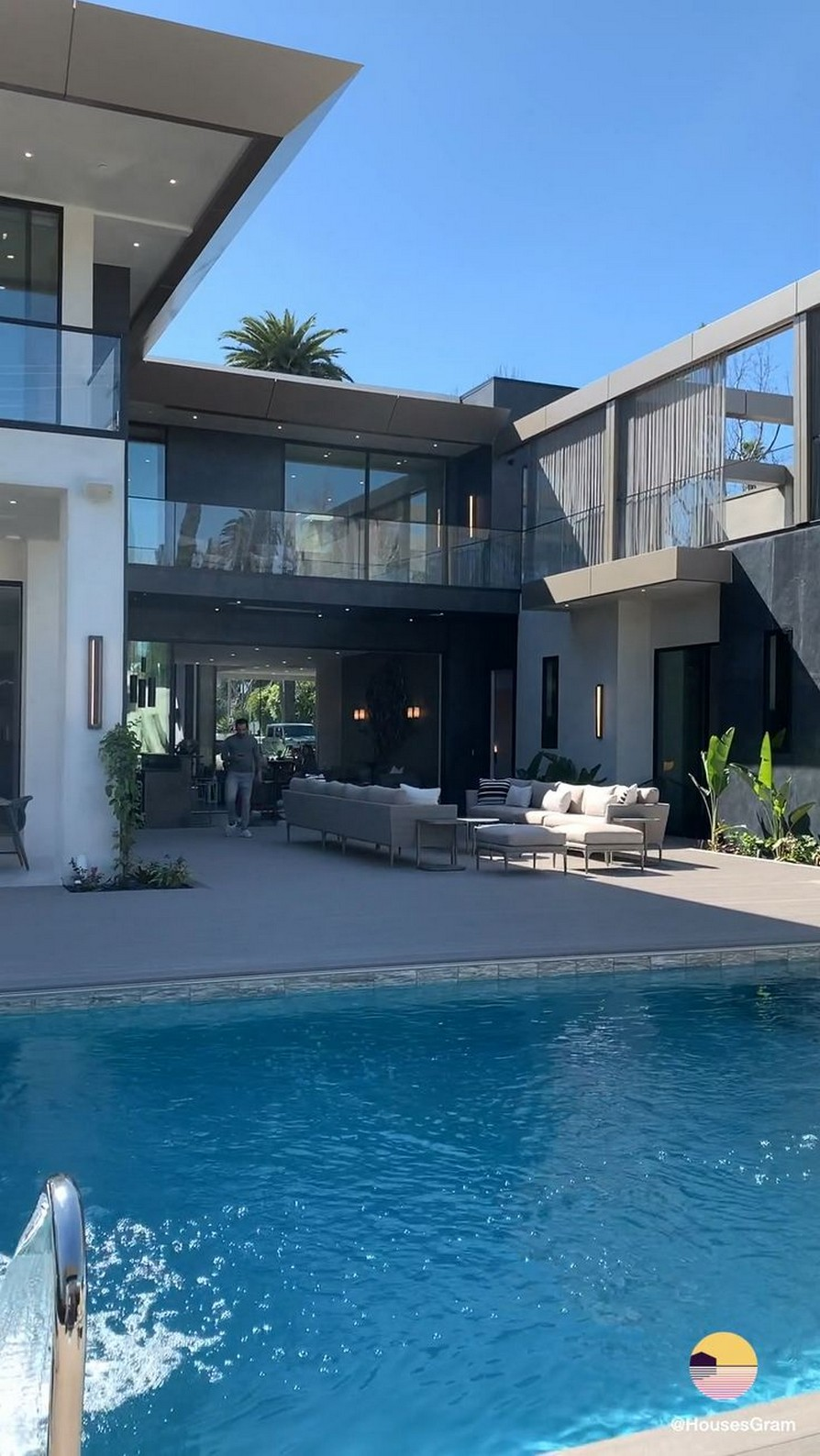 40 Fascinating Pool House Ideas 1