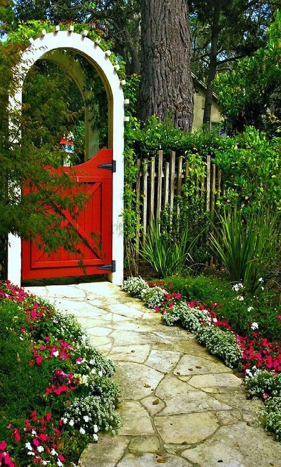 10 Gorgeous Garden Gate Home Decor 15