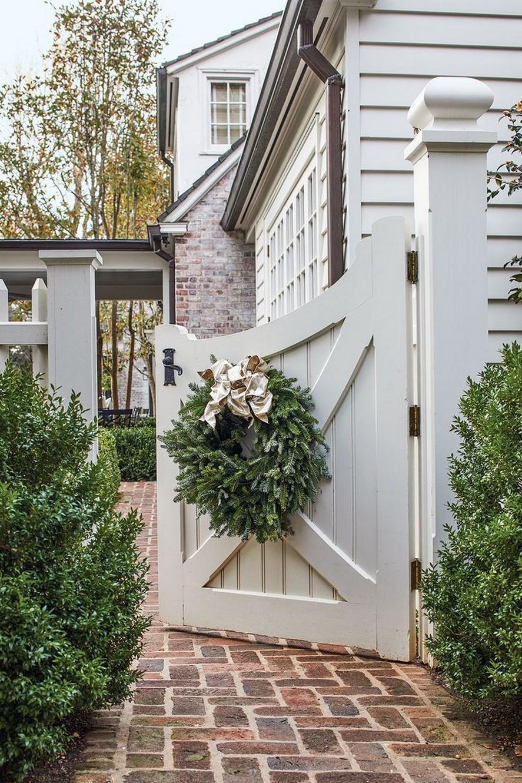 10 Gorgeous Garden Gate Home Decor 2