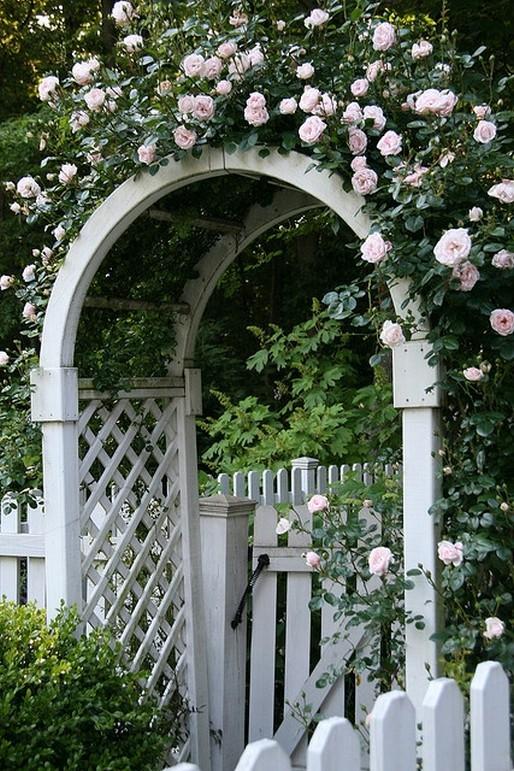 10 Gorgeous Garden Gate Home Decor 4