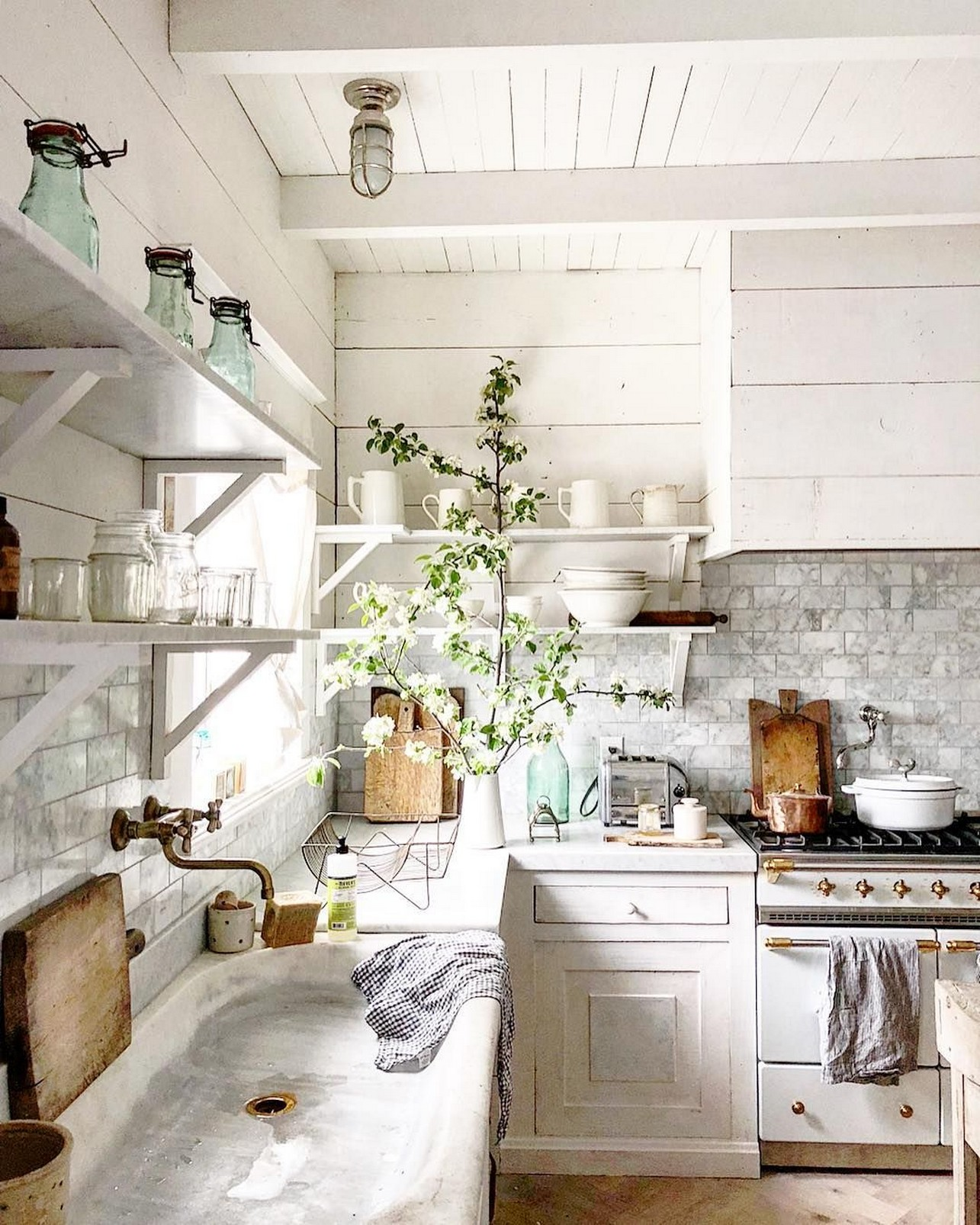 74 Things A Farmhouse Kitchen Sink Can Do For You Home Decor 53