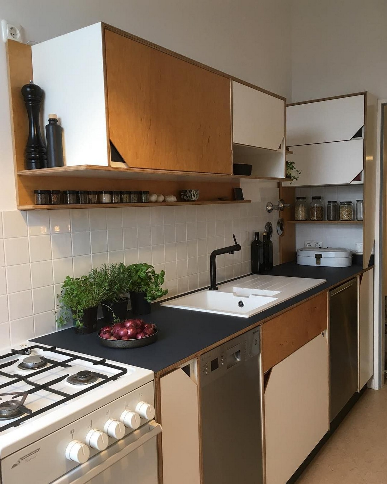 86 Some Small Kitchen Ideas To Help You Do Up Your Kitchen 76