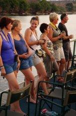 Unsere Reisegruppe (Teil) geniesst die Chobe-Flussfahrt