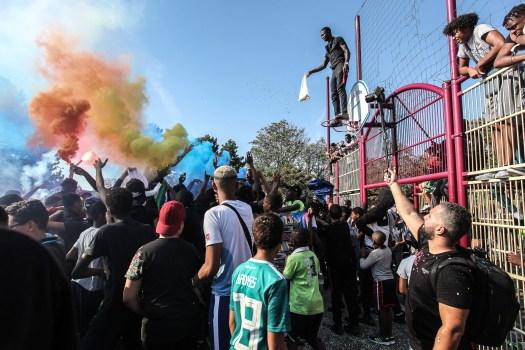 Finale de coupe de foot entre 2 cités de Sartrouville. Fête sous les fumigènes et les confétis