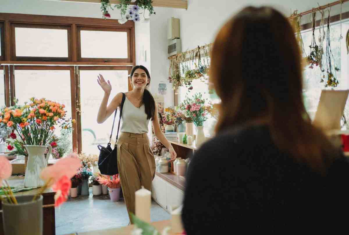 happy woman waving to florist who Become a Master