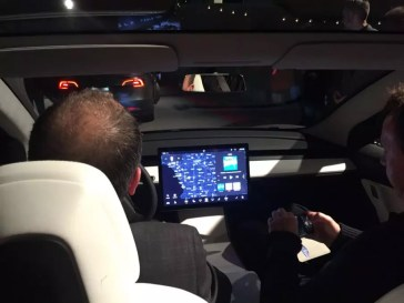 Testfahrt im Prototypen des Model 3