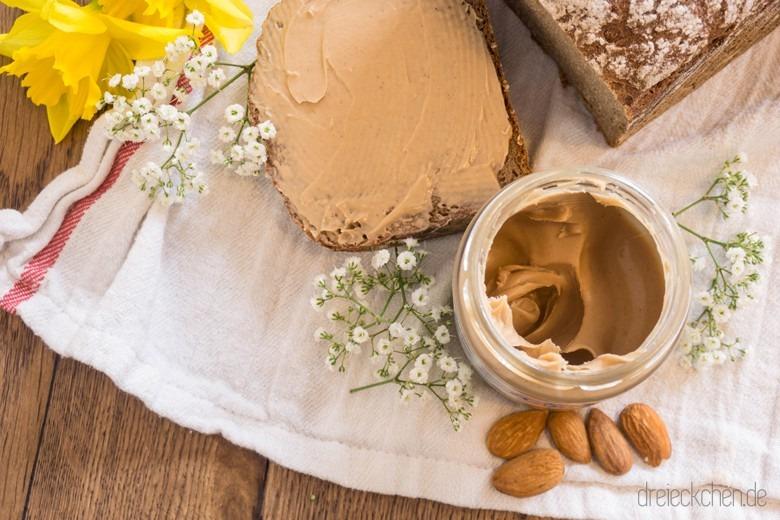 leckere Mandel-Tonka-Creme aufs Brot