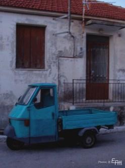 nice little old car in Damoulianata
