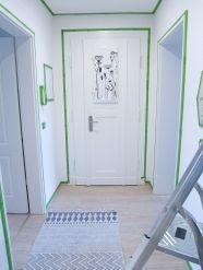 Stefanie vom Stil Conceptstore in Leipzig gab mir allerdings den guten Rat, den kompletten Flur mit der Farrow & Ball Farbe zu streichen.
