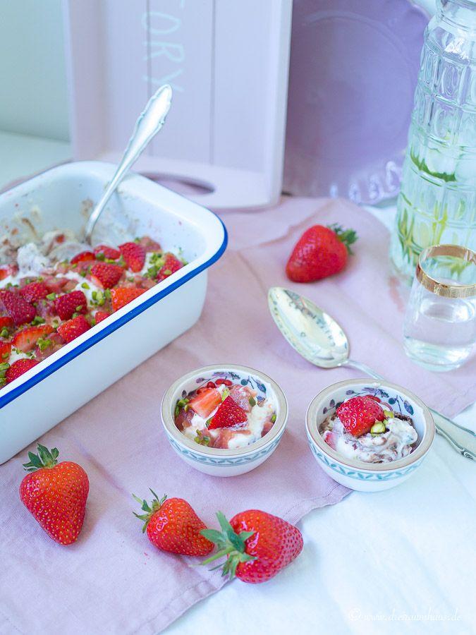 Rhabarber, Rhabarber....Quasselstrippentage und ein Rhabarber Erdbeer Tiramisu Rezept mit und von Charlotte!