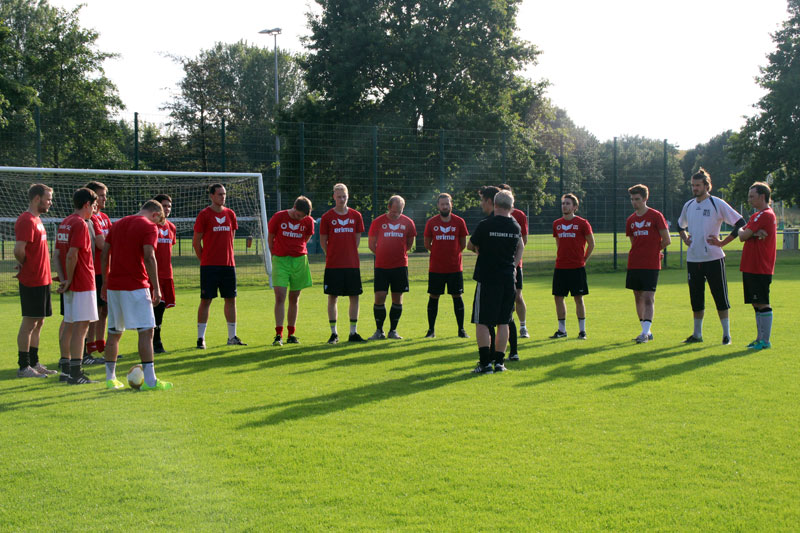 Trainingsauftakt mit 16 Spielern