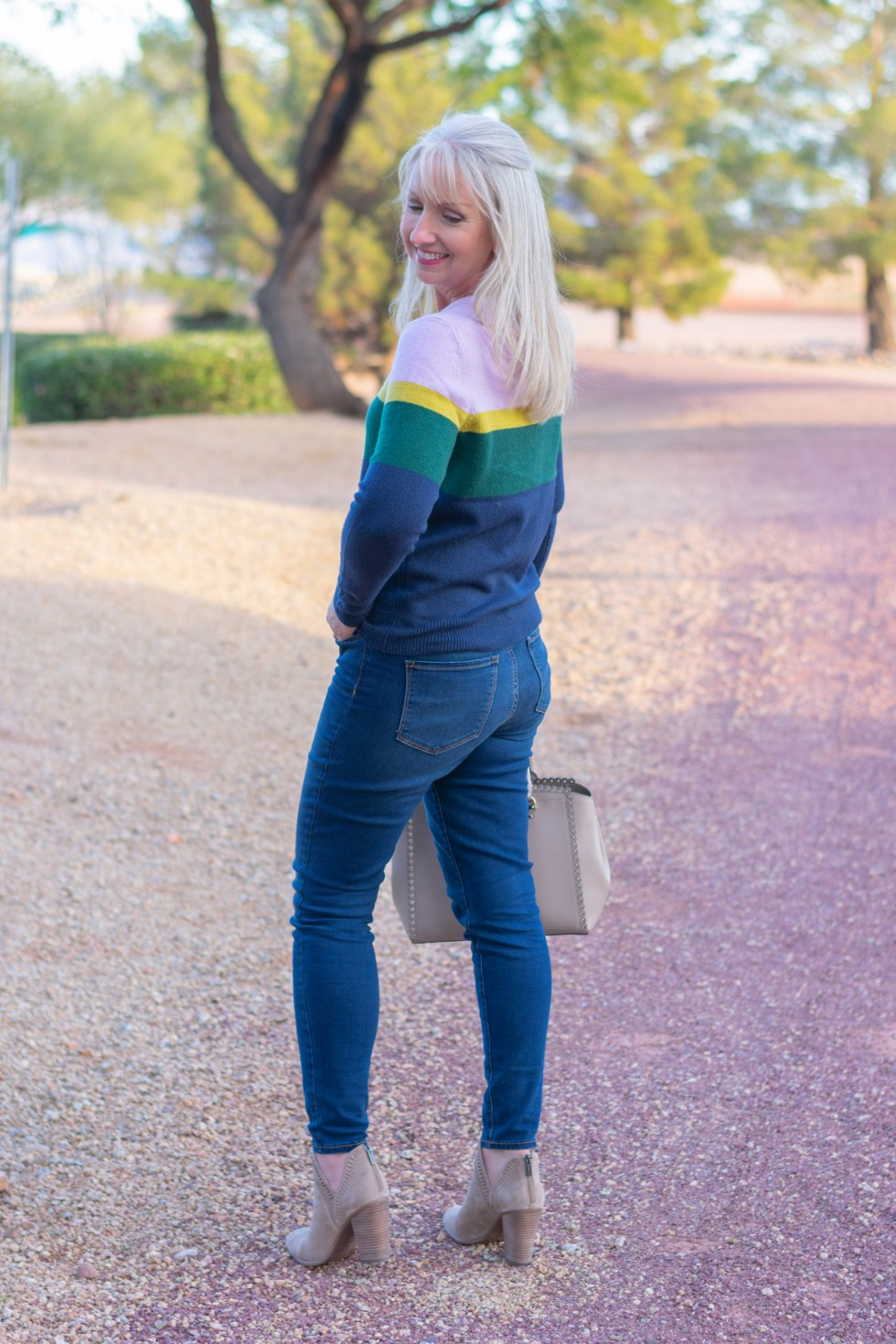 Colorblock Crew Neck Pullover with Jeans