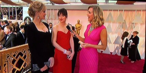 melanie-griffith-dakota-johnson-oscars-red-carpet-2