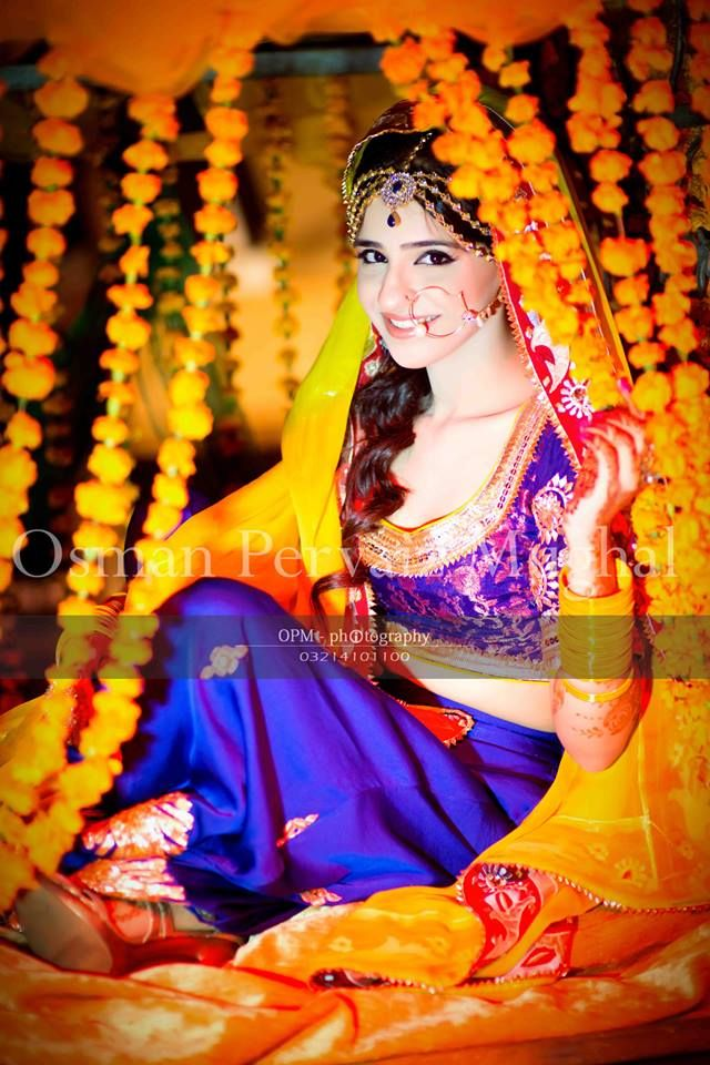 Adorable Pakistani Mehndi Dresses For Brides 2018 Wedding