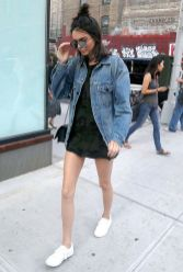 Denim jacket for women street style ideas (03)