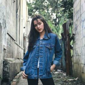 Denim jacket for women street style ideas (09)