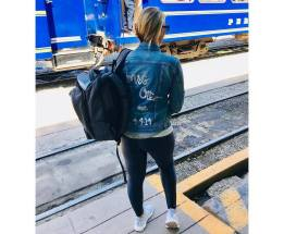 Denim jacket for women street style ideas (19)