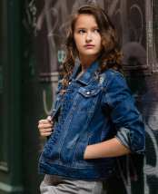 Denim jacket for women street style ideas (34)