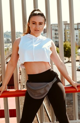 The Fanny Pack Is The Must Have Fitness Accessory RN #fannypack #fitnessgear #fitnessfashion