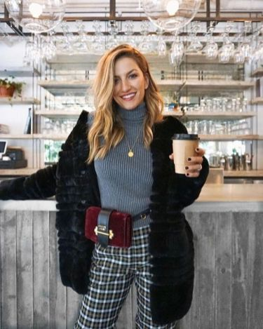 Instagram.com : Fannypack Outfits Street Style Ideas