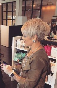 Pixie haircuts for women (18)