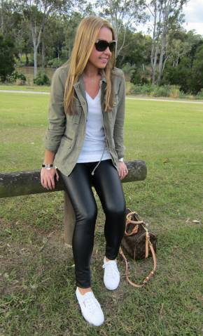 Women's white sneakers outfit 09