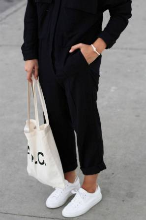 Women's white sneakers outfit 109