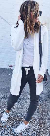 Women's white sneakers outfit 20