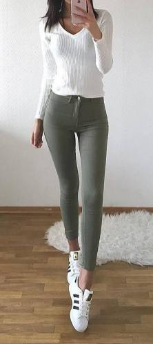 Women's white sneakers outfit 39