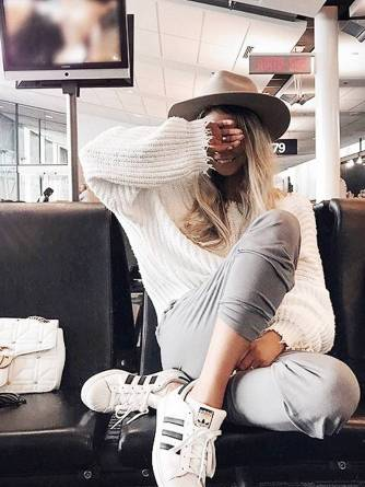 Women's white sneakers outfit 62