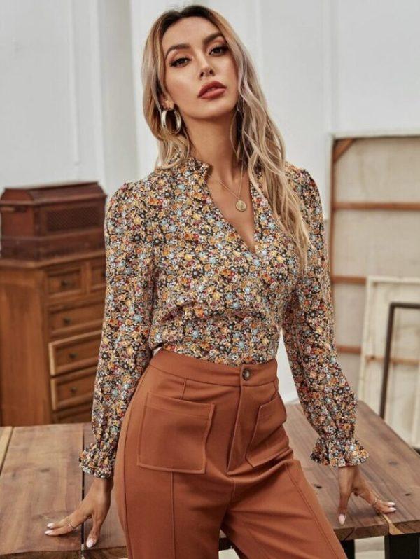 Дамска блуза на цветя