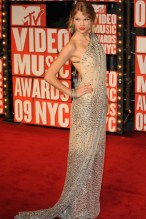 She wore a Kaufmanfranco dress to the MTV Video Music Awards.