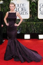She attended the Golden Globe Awardsn wearing a Donna Karan Atelier gown.