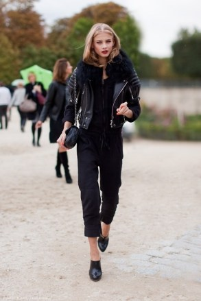all-black-model-street-style