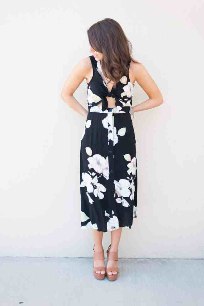 Dress Up Buttercup // A Houston-based fashion and inspiration blog developed to daily inspire your own personal style by Dede Raad | Floral Tie Front