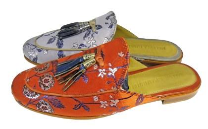Die fersenoffenen, lässigen Schläppchen passen hervorragend zu Culottes und sommerlichen Plissee-Styles.