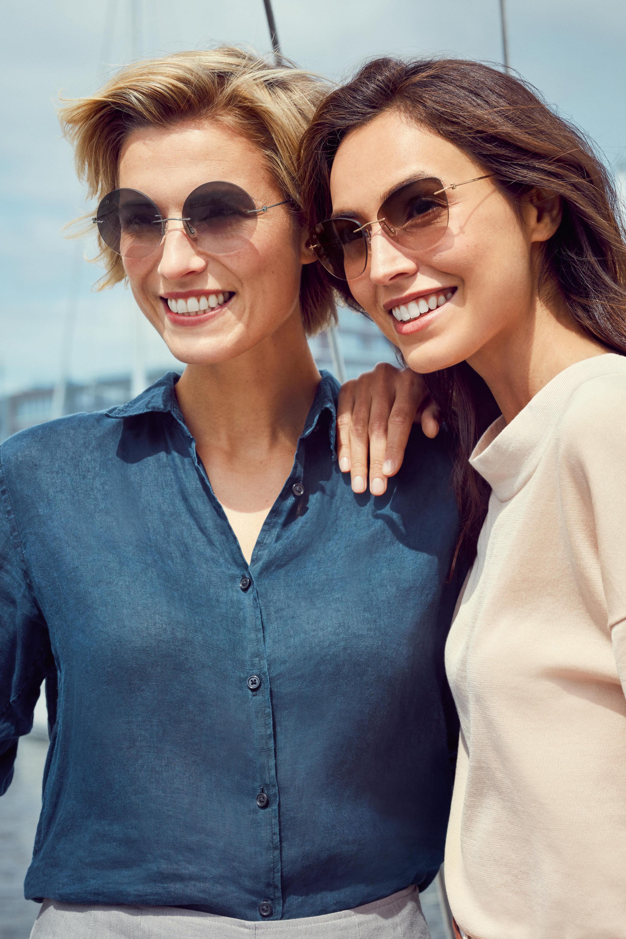 Neben dem persönlichen Geschmack entscheiden bei der Wahl der Brillengläser oft auch die Gesichtsform und der Teint.
