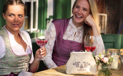 Perfekter Begleiter: Im feschen Festtags-Dascherl finden Kleinigkeiten wie Lippenstift, Geldbeutel und Schlüssel Platz.