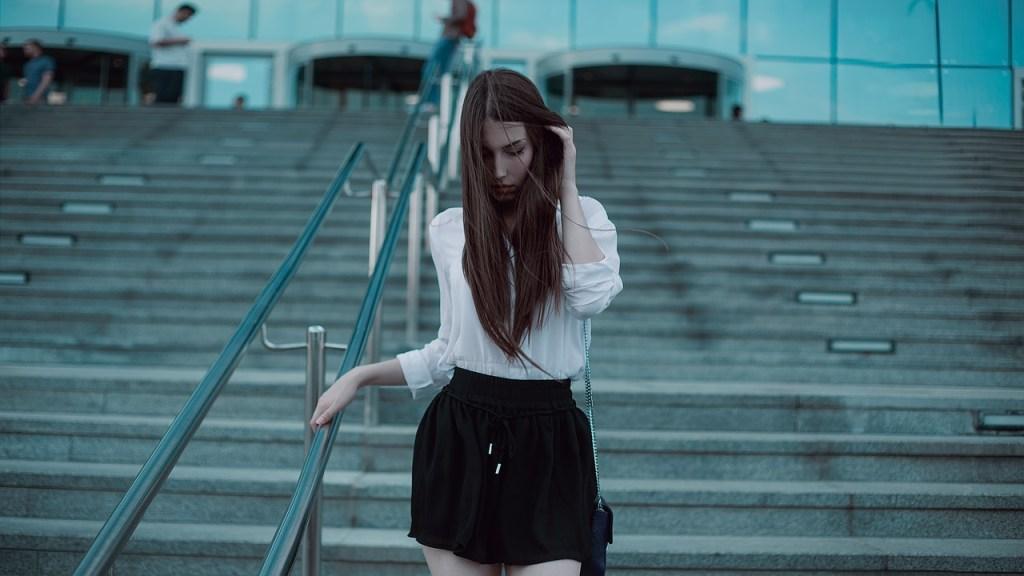 Kaum ein Kleidungsstück ist so wandlungsfähig wie eine weiße Bluse.