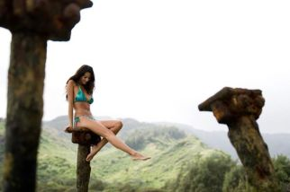 Behind The Scenes of Surfing Magazine's Swimsuit Calendar Shoot 021